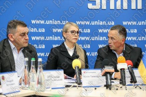 Юлия Тимошенко поддержала таксистов Украины.