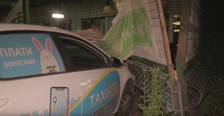 В Киеве произошла авария с участием Chevrolet Aveo и Toyota Corolla службы такси «838»
