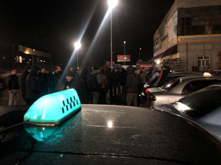 В Бердянске таксисты объявили бессрочную забастовку