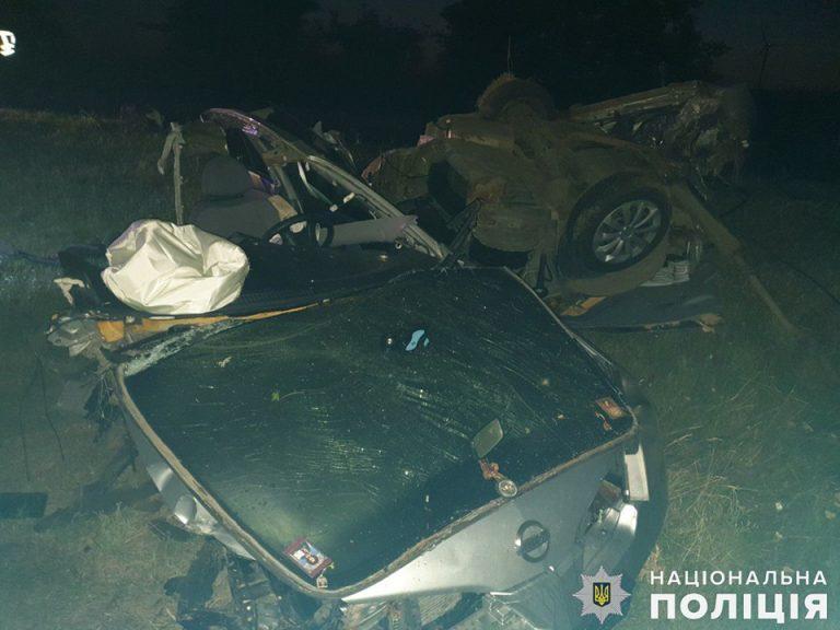 Одесское такси разорвало на две части, есть погибшие.