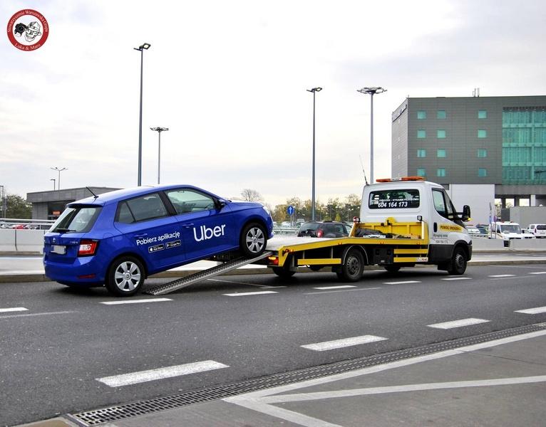 Проверки такси в аэропорту Варшавы, поддельные водительские права и наркоманы.