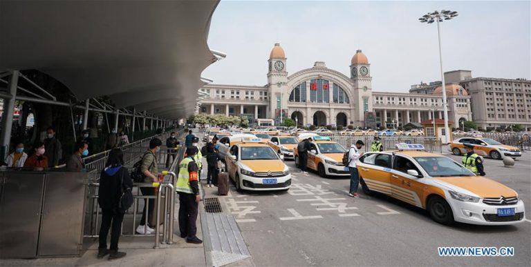 В Ухане снова начало работать такси.