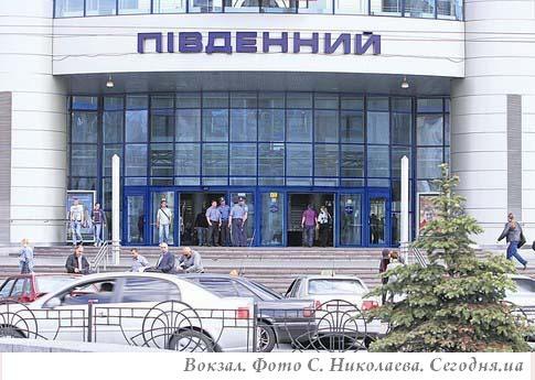Мафия Киевского вокзала: «крыша» таксистов увеличила поборы, цены взлетят