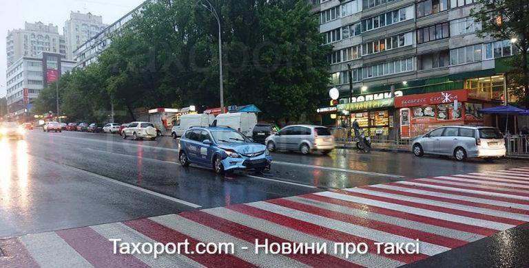 В Киеве ДТП с Uber (Фото)