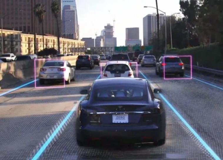 Tesla готова вивести на дороги 1 мільйон роботаксі