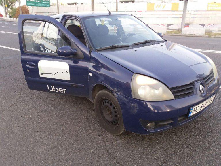 На Новом мосту в Днепре Renault под брендом UBER влетело в Daewoo
