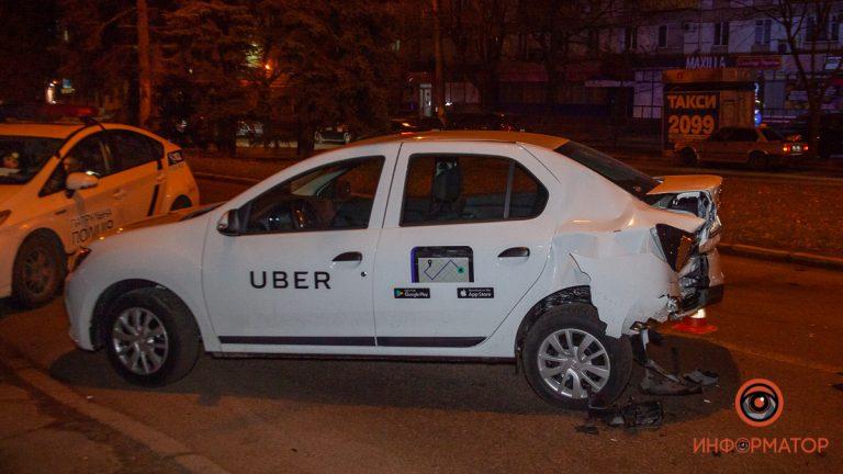 В Днепре на Гагарина столкнулись Renault службы Uber и Daewoo