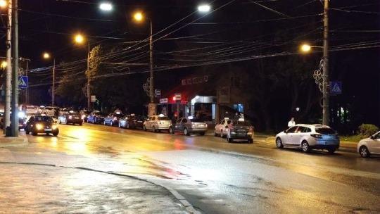 В Тернополе собрались десятки таксистов, что происходит?