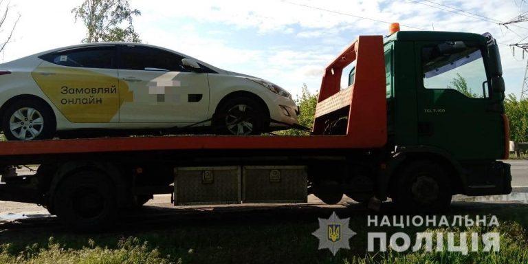 В Києві двоє пасажирів нахабно виштовхали з автомобіля водія Uklon і втекли.