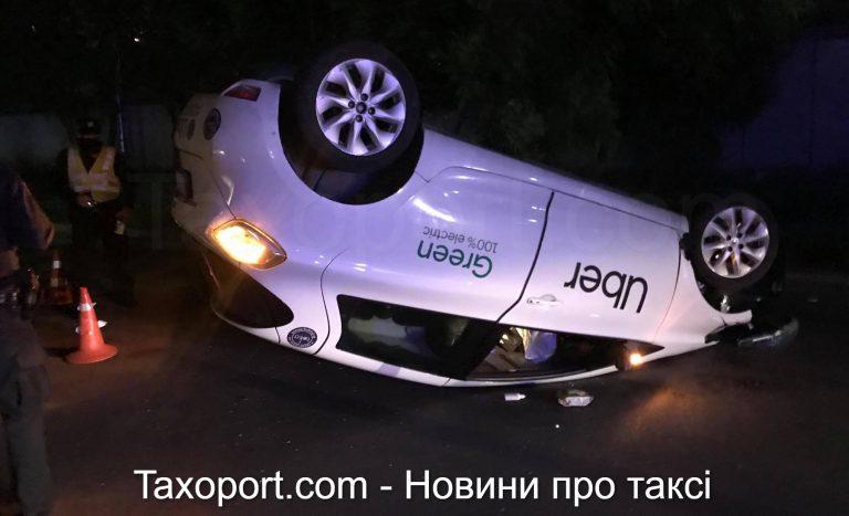 Uber перевернулся на крышу