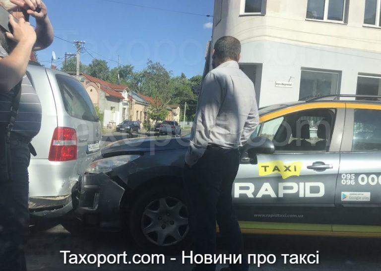 В Ужгороде авария: такси «Rapid» и Volkswagen