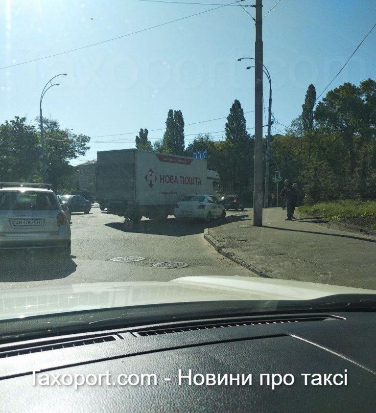 В Киеве авария, Uber и грузовик НП