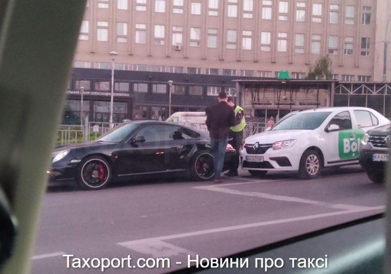 В Киеве дтп, Bolt заехал в Порш ( Видео)