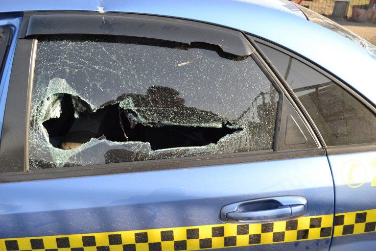 Розстріляли автомобіль таксі