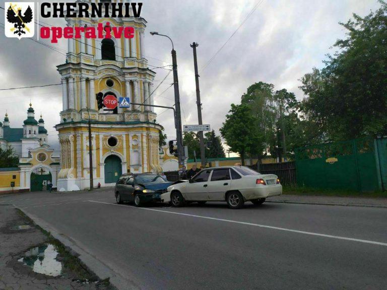 В Чернигове Opel заехал в лоб такси (Видео)