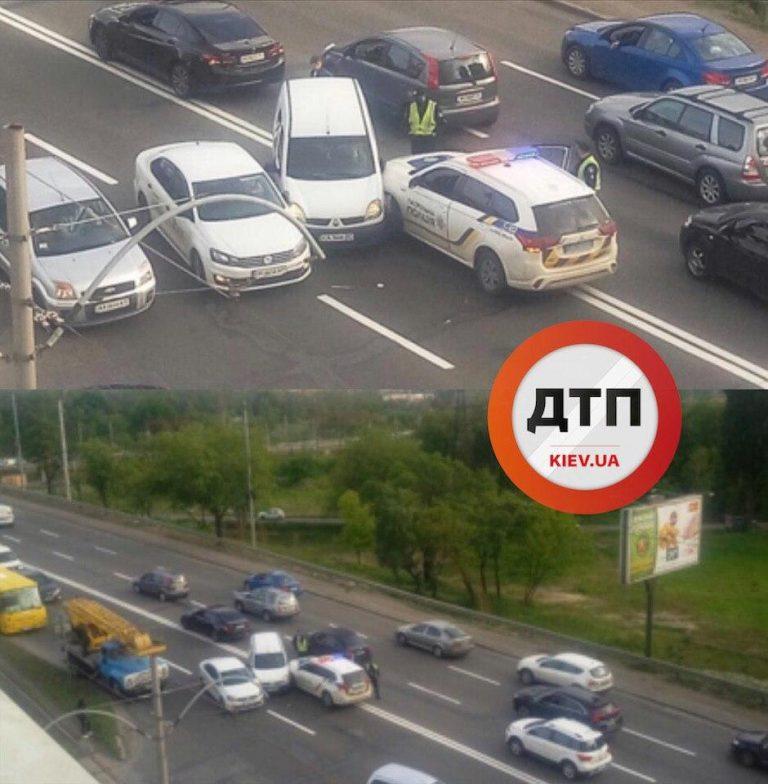 В Киеве ДТП с Полицией, Uber и еще одно авто.