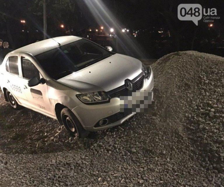 В Одессе задержали водителя Uber, нашли ножи с шприцы