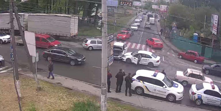 В Вишневом произошло ДТП с участием UBER ( Видео)