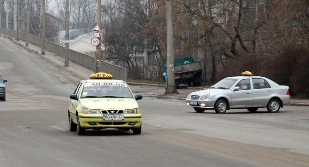 Погана погода  — єдиний шанс тернопільських таксистів заробити