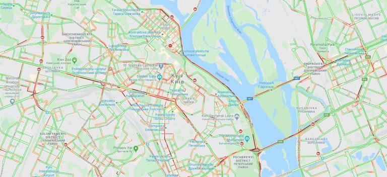 Первый день послаблений: Киев сковали пробки, такси резко прыгнуло в цене