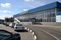 Крымское правительство грозится разогнать таксистов в аэропорту и на ж/д вокзале. А в Борисполе уже