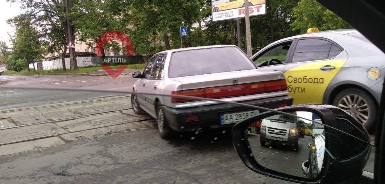 Uklon столкнулся с Honda в Киеве