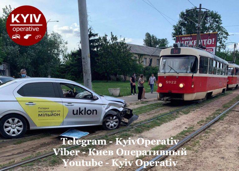 В Киеве ДТП, Uklon на Peugeot и Fiat