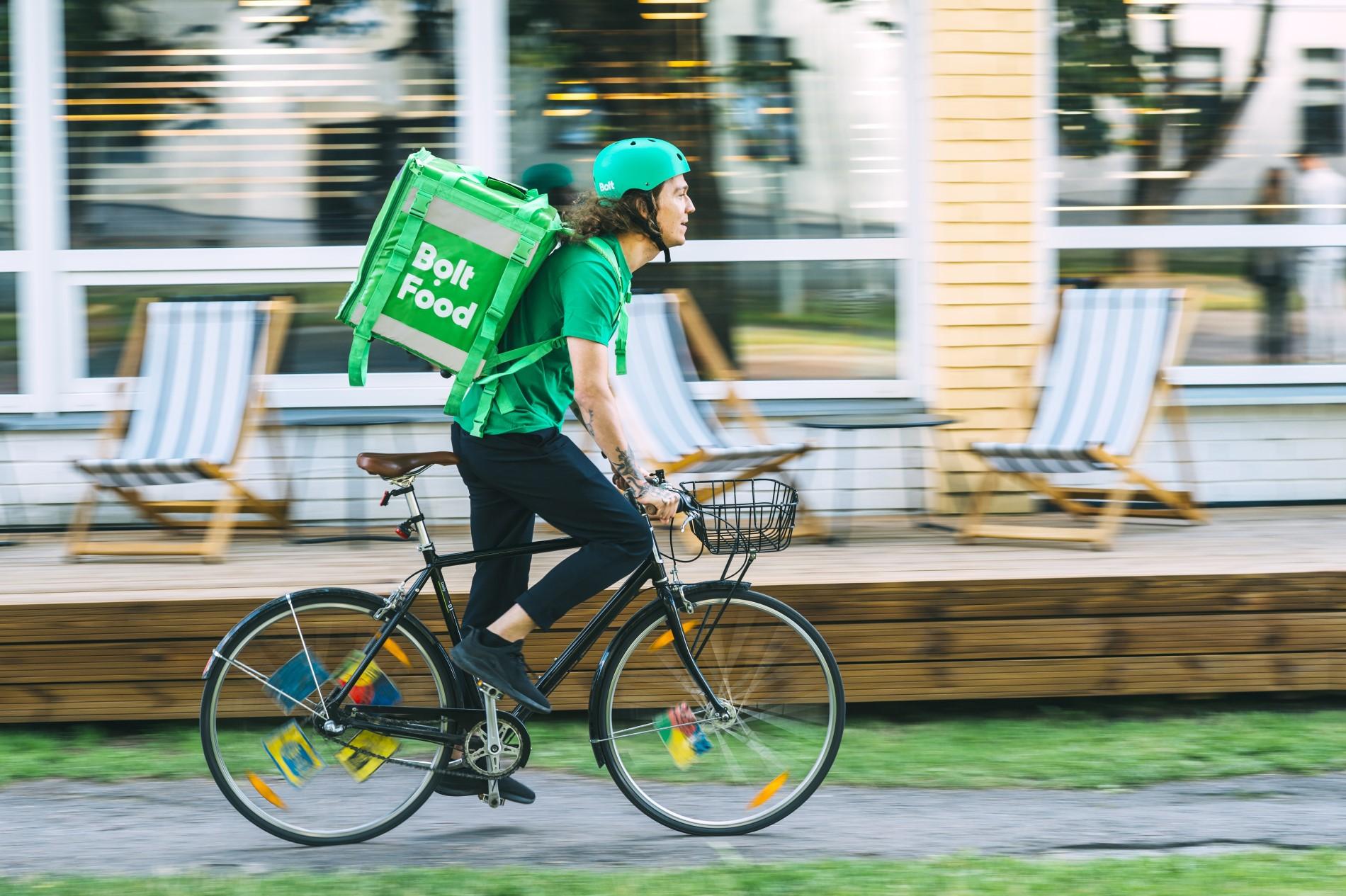 Курьер Bolt Food (фото предоставлено пресс-службой компании)