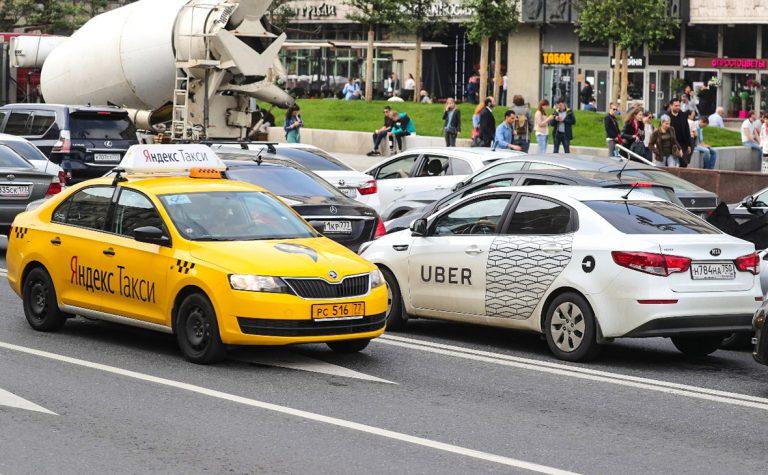 Сотрудники ГИБДД отобрали у таксистов Петербурга и Ленобласти 230 автомобилей