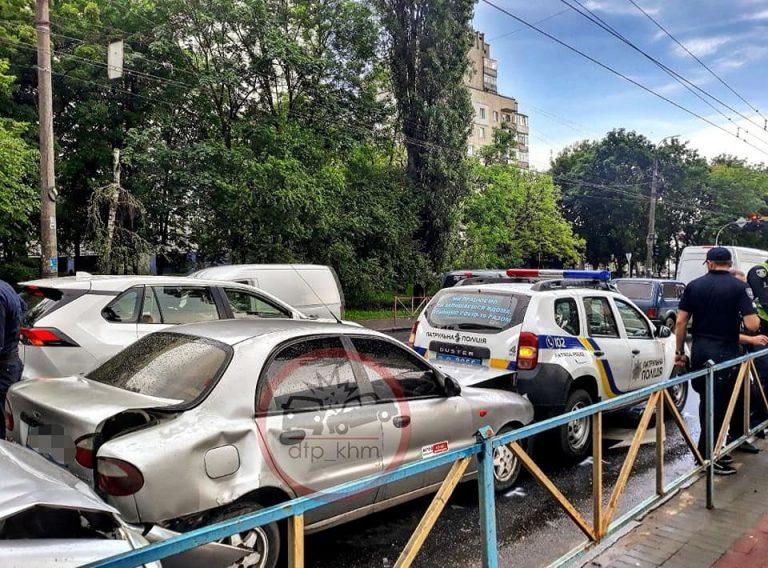 У Хмельницькому ДТП за участі поліції і таксі