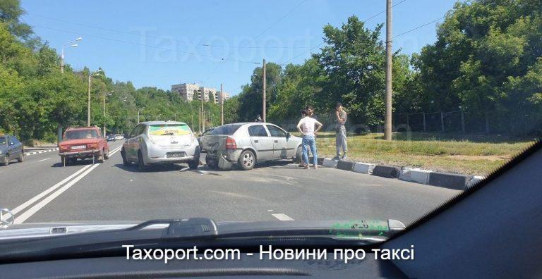 В Харькове ДТП OnTaxi