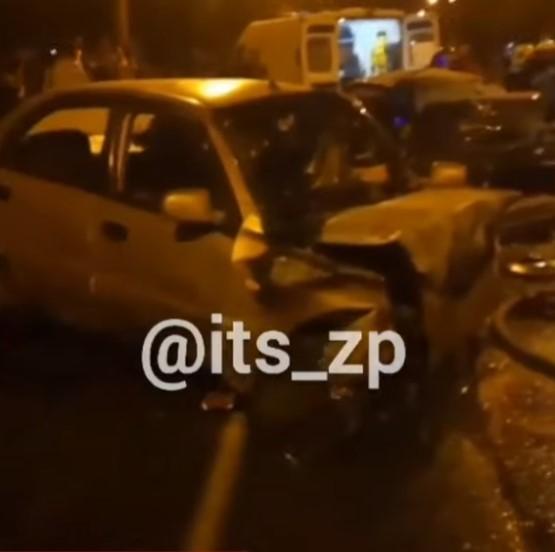 Таксі влетіло у легковик і вибухнуло — водії загинули на місці (Відео)