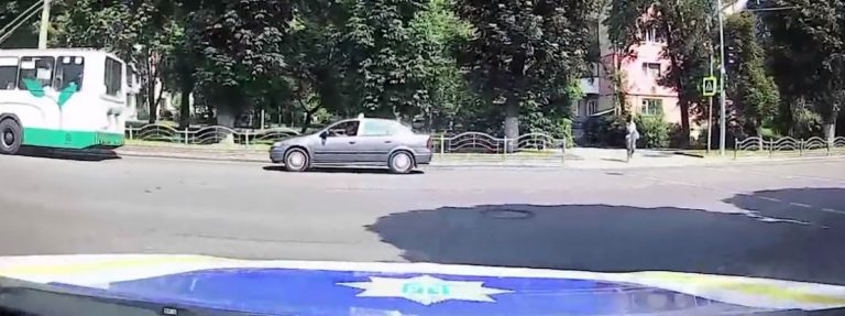 Патрульні затримали у Луцьку нелегальне таксі