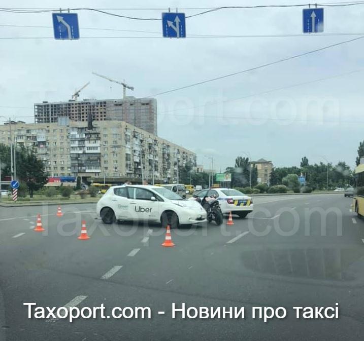 Авария за участием Uber и мотоцикла.