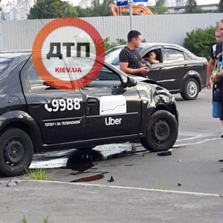 Uber в Киеве попал в очередное ДТП, есть пострадавшие