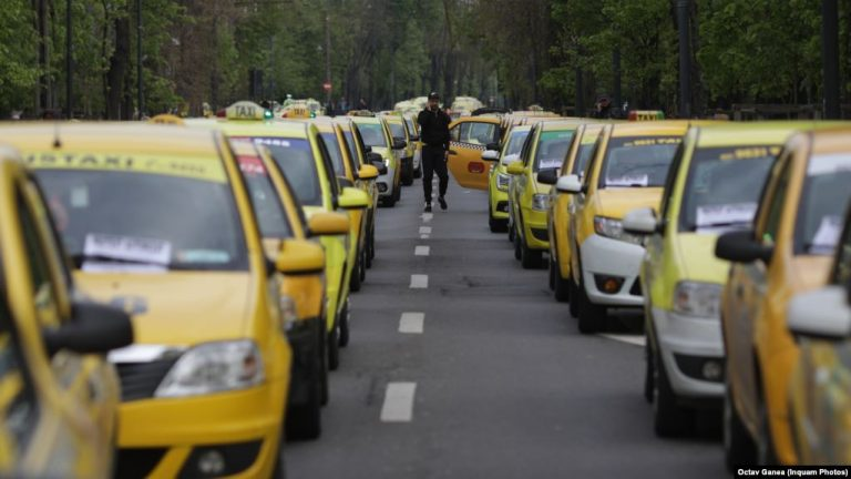 У Керчі таксисти влаштували страйк