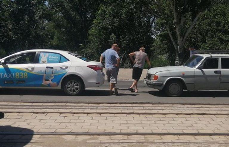 В Мариуполе такси и легковушка устроили ДТП