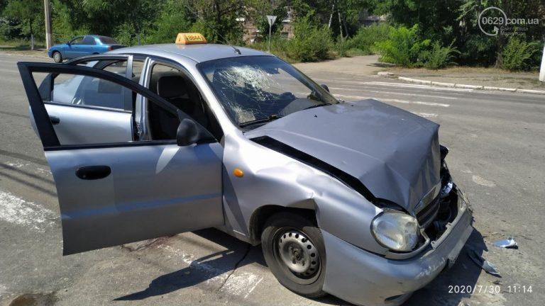 В Мариуполе такси попало в ДТП, пассажирка попала в больницу