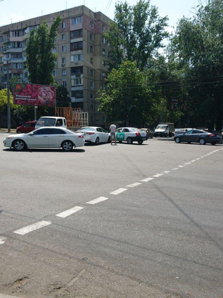 В Одессе автомобиль Bolt попал в ДТП