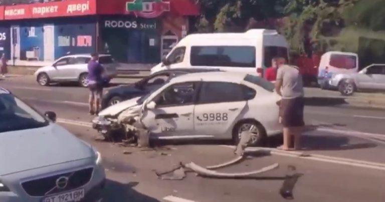 На Харьковском шоссе Uber попал в ДТП ( Видео )
