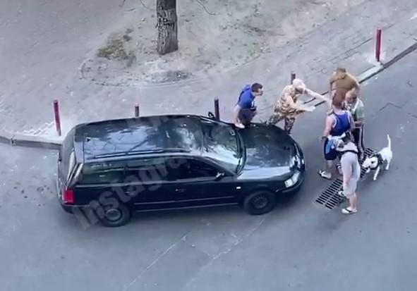 У Києві стріляли в таксиста (Відео)