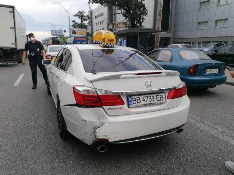 Водій «Еліт-таксі» потрапив в ДТП, Київ
