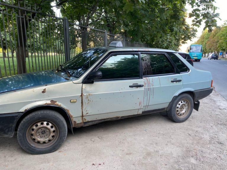 В Харьковскую больницу пришел окровавленный таксист, — ФОТО 18+