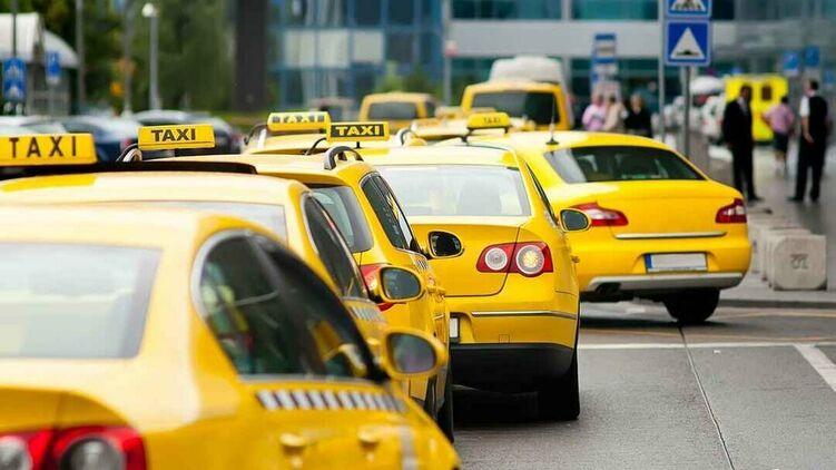 Грачи в законе. В Украине собираются переписать правила для такси. Что изменится для таксистов и пассажиров?