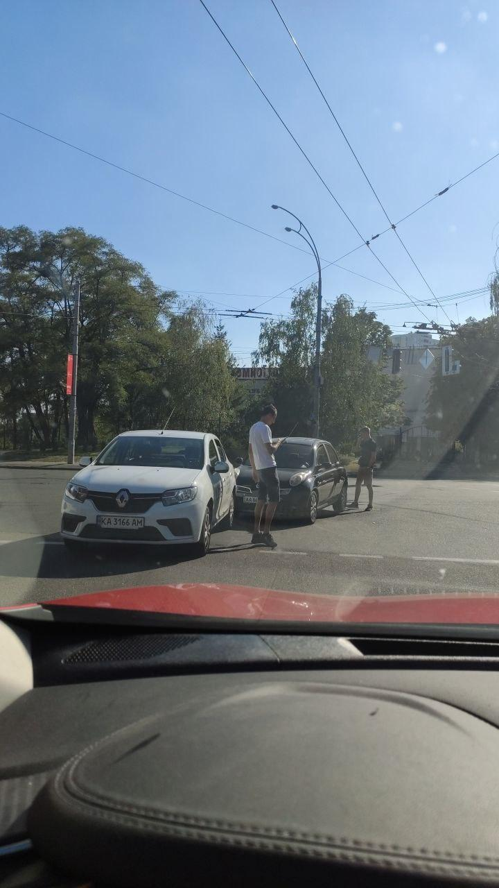 В Киеве Uber попал в легкое ДТП
