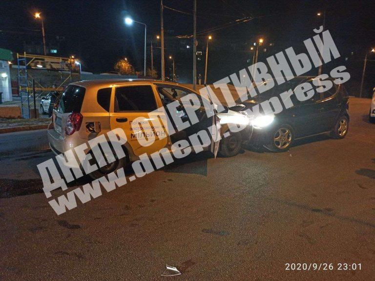 В Днепре Uklon попал в Аварию, в ДТП пострадала пассажирка и ребенок…