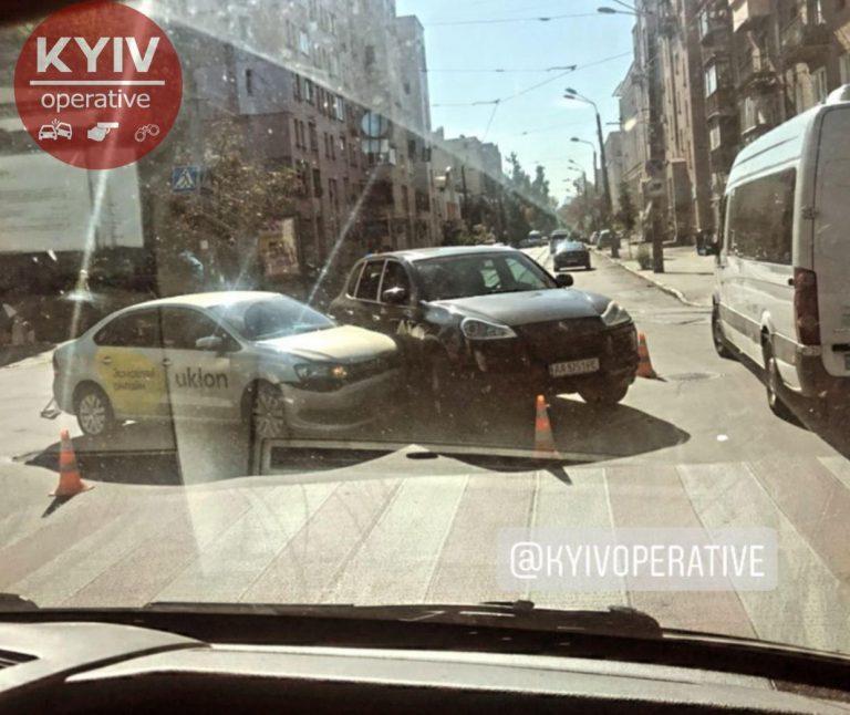 Водитель Uklon протаранил Porsche