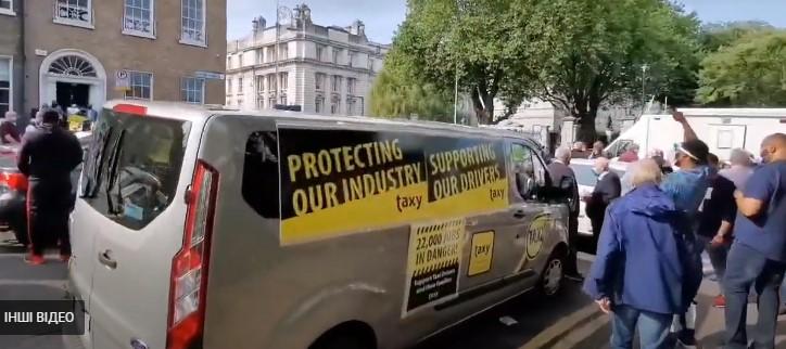 Водители такси протестуют в Дублине из-за отсутствия финансовой поддержки
