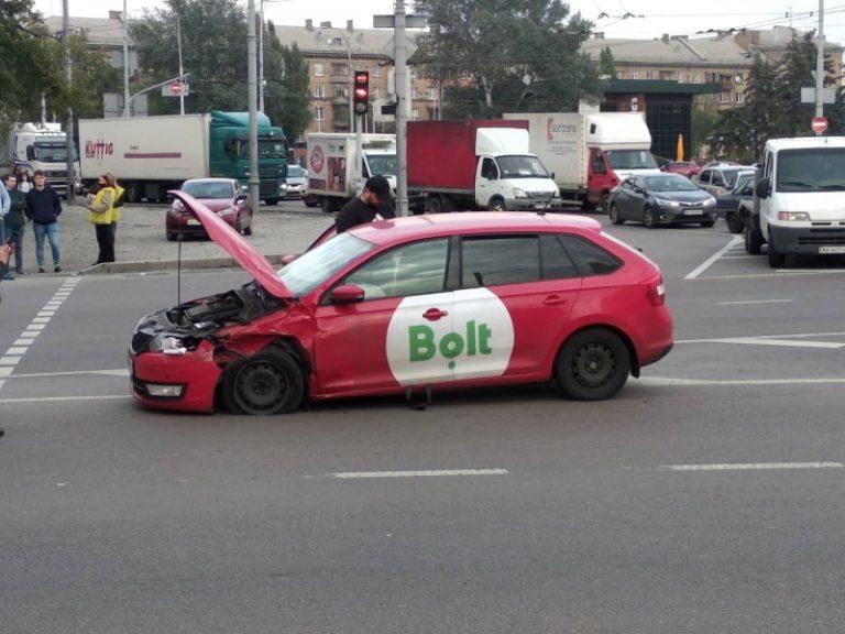 Водитель Bolt совершил ДТП на Дарницкой площади