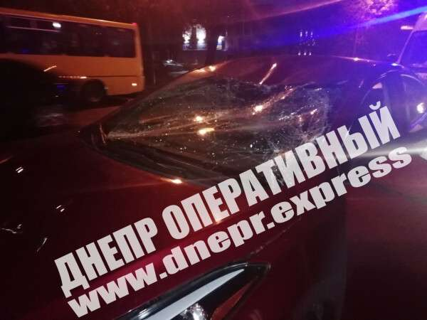 В центре Днепра водитель Bolt сбил на переходе подростка